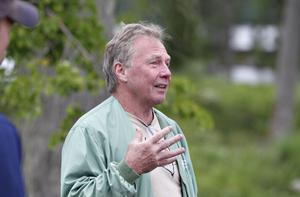 Anders Högberg har inte förstört något, snarare förskönat, tycker Dan Östman som bor i området.