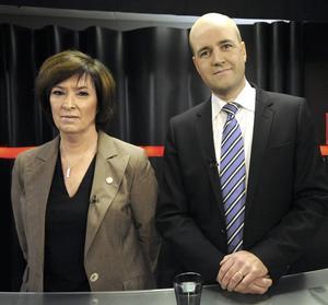 NÄRMAR SIG VARANDRA. Vänsterblockets övertag om väljarna har minskat. Just nu har Mona Sahlin med kollegor lägsta stödet sedan tiden efter valet 2006. Och Fredrik Reinfeldt det högsta.