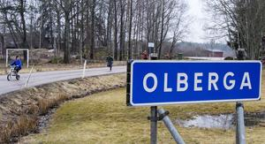 Trafikverket vill inte underhålla. I framtiden är det tänkt att Olbergaborna och övriga som bor efter Olbergavägen själva ska betala för skötsel och underhåll av vägen.