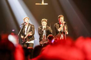 Även killpopbandet JTR befann sig ute bland publiken under en del av sin show.