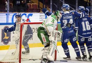 Leksands Martin Karlsson jubar efter 1-1 under söndagens ishockeymatch i SHL mellan Leksands IF och Rögle BK i Tegera Arena.