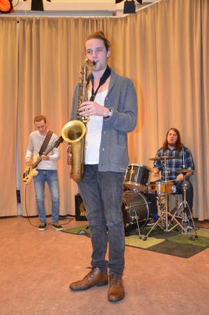 Kävesta musiklinje håller ställningarna, är förband på samtliga konserter hos jazzklubben i vår. Rasmus Eriksson, Paul Bärjed, Olle Hellbring.