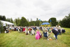 150 personer kom för att fira Hästberg.