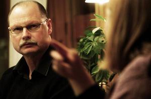 Skattesänkning. Kommunalrådet Kenneth Persson (s) ser en skattesänkning på öl och vin som det enda sättet att komma till rätta med illegal införsel av öl och vin.