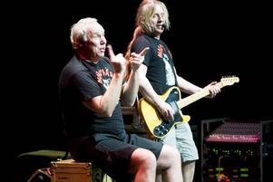 HÅLLER FORTFARANDE. Det var utsålt i Gävle konserthus  i går när Mora Träsk spelade.Foto: David Holmqvist