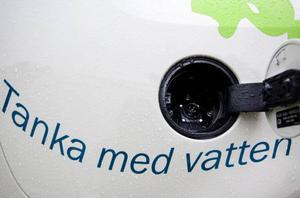 När alla laddstationer är på plats kommer det att finnas möjligheter att ladda elbilarna minst var tolfte mil längs E14 mellan Trondheim och Sundsvall.