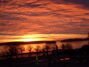 Hoppas att hela 2012 blir lika skönt som denna soluppgång över Mälaren