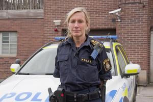Carin Götblad ute på fält med medarbetare i Fagersta.