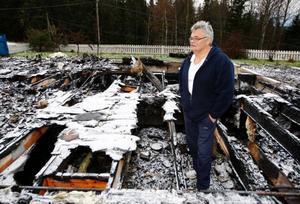 – Jag har inte hört ett ord från polisen fast det snart gått tre månader efter branden. Jag tror inte att de är så intresserade att lösa det här, säger Tord Edler.Foto: Jan Andersson