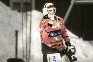 Henrik Rehnvall knyter näven för en hållen nolla.