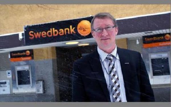 -- Låst brevlåda är aldrig fel. Men nu införs utskick av kort som rekommenderad post, som ska hämtas ut på posten där man måste legitimera sig, säger Ola Möllberg på Swedbank i Ludvika.FOTO BOO ERICSSON