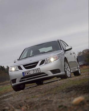Bortsett från lite kosmetiska förändringar är dagens Saab 9-3 identisk med den bil som introducerades 2003 och som är byggd på GM:s Epsilon-plattform. Dieselmotorn från Fiat har hängt med sedan 2004.