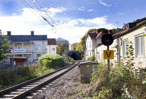 Kommunen ville behålla enkelspåret genom Hudiksvall för persontåg. Ett nytt spår för godstrafik ville man bygga längs E4.