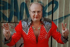 En äldre bild på Eilert Pilarm. Sedan 2003 har det varit tyst om Elvis-imitatören, men nu är han tillbaka och kommer till Grängesberg.