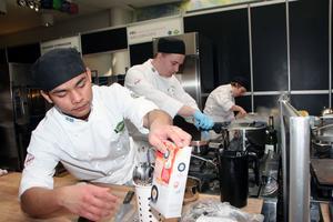 Hemmalaget Nai Hun In, Antony Holmdahl och Erica Anestedt är Årets kockteam 2017.  De har tränat varje dag de senaste veckorna. Priset blir kurs och övernattning på Högfjällshotellet i Sälen.