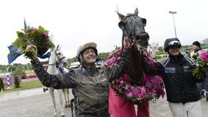Robert Bergh med hästen Nahar vann Elitloppet 2013. Nu får dottern chansen att köra hästen i sitt första lopp.