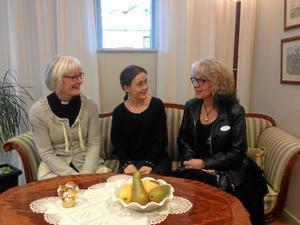 Samlad kunskap. Moni Höglund, Ingrid Misgeld och Birgitta Lovén pratar om begravings-musik.Foto: Madeleine Persson$RETURN$$RETURN$