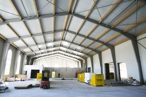 Om ett år räknar Falkeströms med att ha full produktion i den nya byggnaden. Ny teknik, större yta och effektivare hantering gör det möjligt att brygga betydligt mer öl än dagens 2,9 miljoner per år.