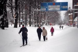Det hade slutat snöa, men snön låg tung över Gävle efter helgen.