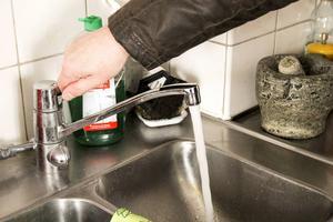 Helsinge vatten rekommenderar att boende i de områden som berörs i förväg tappar upp det vatten de kommer att behöva under dagen.