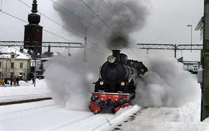 Alternativ? Ånglok är inget alternativ för dagens tåg, men faktum är att B-loket 1136 tog sig fram under de vintrar åren 1912 då det byggdes till slutet av 1960-talet då det avställdes. Här på utflykt i Västerås 2006. Loket tillhör Nynäshamns järnvägsmuseum. FOTO: ALF PERGEMAN/VLT ARKIV
