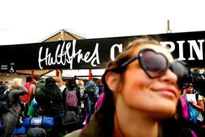 Vid entrén till festivalcampingen i Hultsfred började köerna ringla vid lunchtid på onsdagen, inför festivalens officiella start senare på dagen.