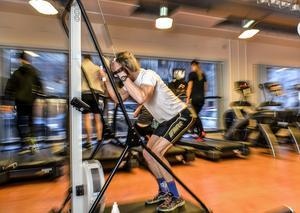 Att träna på gym är ett exempel på en motions- och friskvårdsförmån som arbetsgivaren kan erbjuda sina anställda skattefritt.