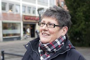 """Maria Ihrén, 60, butiksbiträde, Gävle: """"Jag tror det blir katastrof. Det finns ju inga jobb att söka. Det måste komma något nytt hit, något stort""""."""