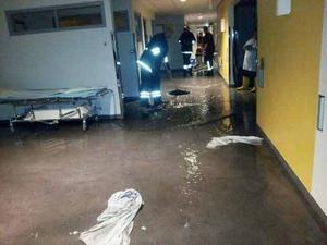 Räddningstjänsten fick pumpa och suga ut vattnet.