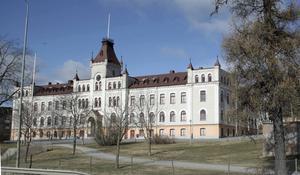 Kiörningskolan, en av de högstadieskolor i Härnösand som förseningarna skapat oro kring.