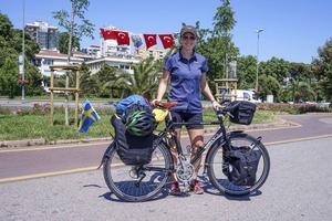 Efter tio veckor och 500 mil har Fredrika Ek nått Istanbul, och nu går resan in i Mellanöstern och  Centralasien.