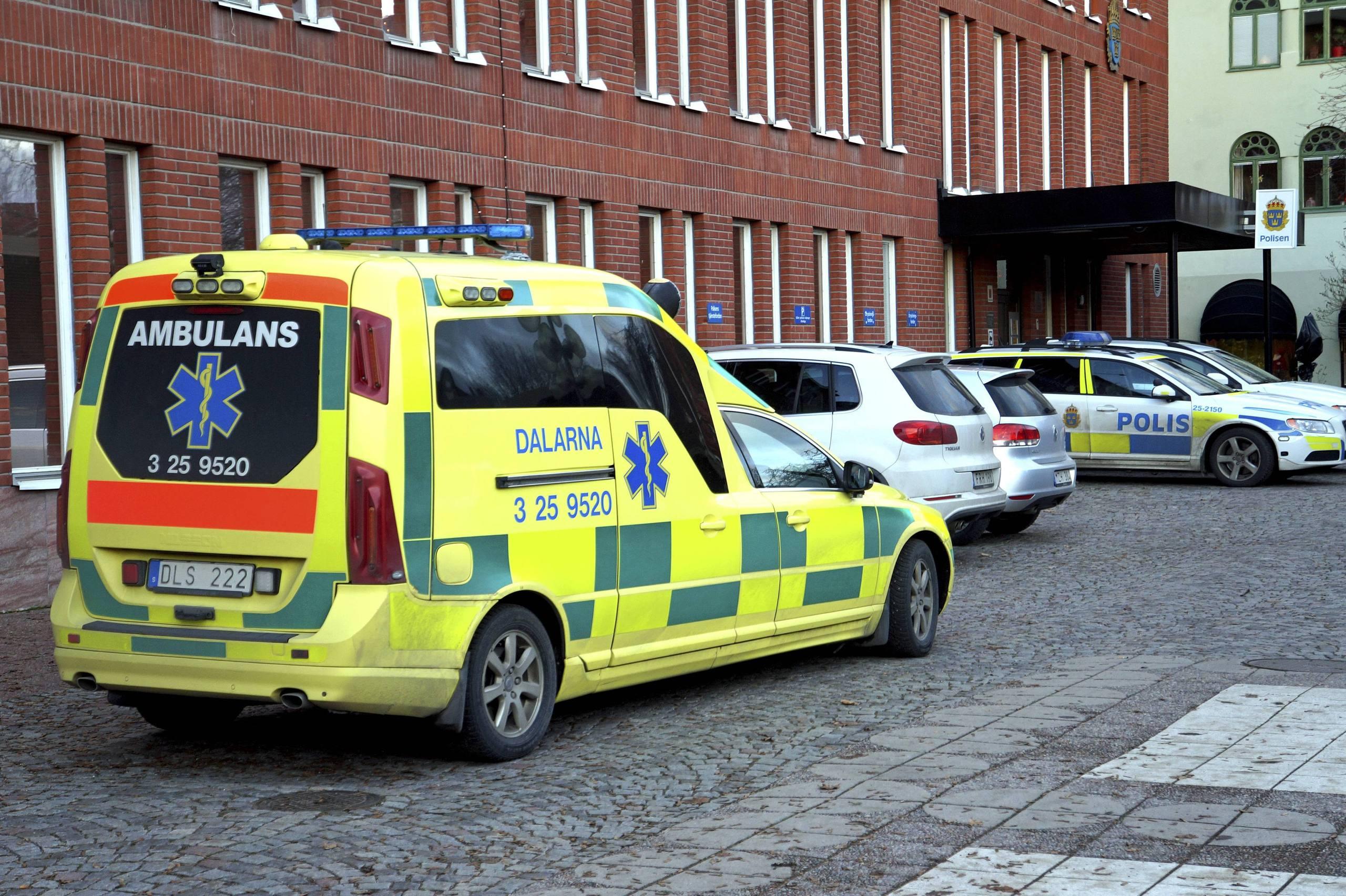25 arig man dog i polisarrest