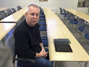Mats Hellhoff, gruppledare för Sverigedemokraterna i landstinget, vill inte kommentera ockupationen av BB.