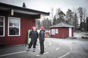 – Blir det större barngrupper finns det risker. Man hinner inte vara överallt, säger Annika Dahlbäck som tillsammans med sin kollega Anki Norrby anser att Östersunds kommun inte prioriterar deras arbete.
