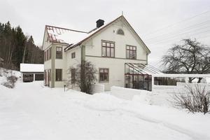 Villan på Hemmanet i vinterskrud.