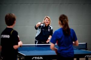 Som ledare är det förstås bra om man kan vara en förebild även som spelare. Här är Anna-Carin Larsson i en stilstudie.