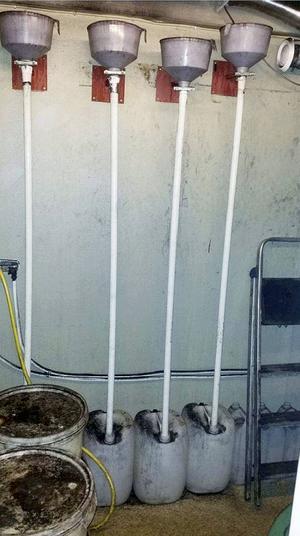 I garaget fann polisen en fullt utrustad spritfabrik.