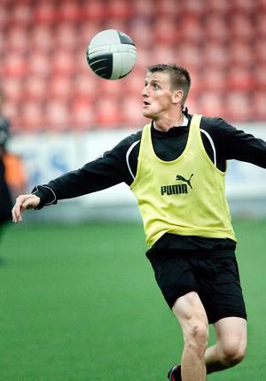 Anthony Flood tränade med ÖSK på torsdagen.