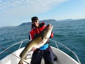 Johan Mellström med ny rekordfångst. En torsk på 19 kg.