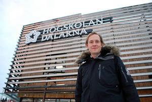 Henrik Janols, fastighetschef på Högskolan Dalarna (här utanför Falu-delen), leder arbetet med en eventuell flytt i Borlänge. Foto: Privat