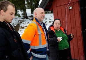 Anders Ahlblom (mitten) är leder projektet på Pettersborgs gård.
