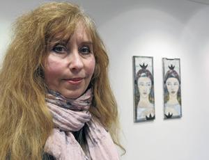 Lisbet Leonora Haldin ställer ut på Galleri K. I bakgrunden