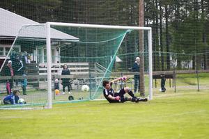 Alexander Naylors frispark hittar målet.