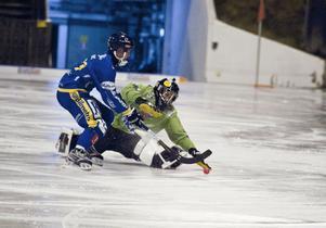 Linus Barklund rundade katrineholsm målvakt och gjorde 3–0 till sitt Falu BS.