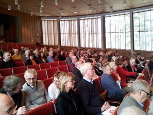 Ett hundratal medlemmar och ledamöter har tagit plats på (S)-distriktskongressen i Ludvika. Foto: Seth Jansson