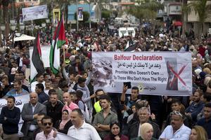 Palestinier protesterar mot resultatet av Balfourdeklarationen