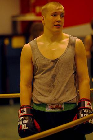 Joel Öhrberg hade otur i lottningen och stötte på storfavoriten Hampus Henriksson direkt i kvartsfinalen i SM. Älgenboxaren föll också med 0–3 i 81-kilosklassen.