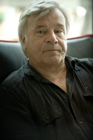 Nöjd Viggan-elev. Jan Guillou, författare.