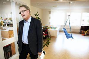 Anders Lewander, kommunikationsstrateg på Rett Center, är med och kämpar för att kliniken ska få mer i anslag från regeringen per år och en mer långsiktig finansiering.