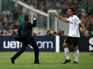 High five. José Mourinho och Zlatan Ibrahimovic utgjorde ett bra team under tiden i Inter, på tisdag möts de igen när Zlatans PSG möter Mourinhos Chelsea.